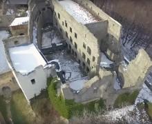 2. Pohled na palácovou část z dronu