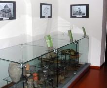 7.Pohled na expozici nálezů z hradu v muzeu Fojtství